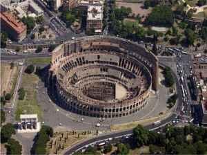 Il Colosseo è al centro della grande area archeologica di Roma