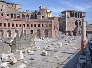 Il foro di Traiano chiuso dagli imponenti Mercati traianei