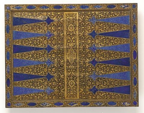 L'utilizzo del lapislazzuli per la fabbricazione di oggetti ornamentali o di culto è molto antica