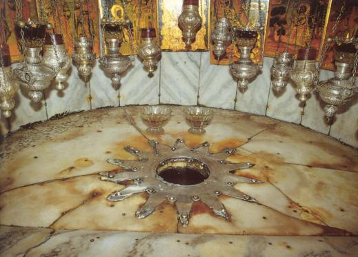 La grotta della Natività a Betlemme come oggi la vedono i pellegrini