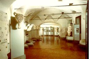 La sala del museo di Santa Corona dedicata ai ritrovamenti del teatro Berga