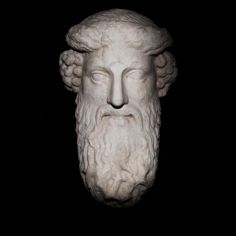 Una statua che ornava il teatro di Berga e oggi conservata al museo di S. Corona