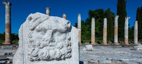 Il foro romano di Aquileia: ora la gestione dell'intero sito è affidato alla Fondazione Aquileia