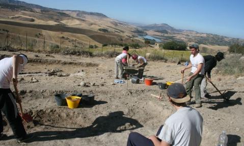 Quinta campagna di scavo nel villaggio preistorico di Case Bastione a Villarosa di Enna