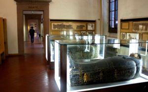 Le teche con le mummie, tra i reperti che raccolgono il maggior interesse all'Egizio di Firenze