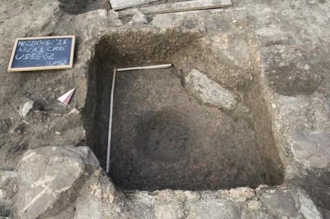 La vasca quadrangolare impermeabilizzata con un rivestimento in cocciopesto trovata nella fattoria romana