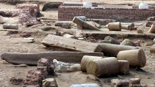 Vestigia del teatro antico del sito archeologico di Pelusium