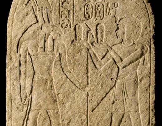 Particolare della stele di Ramses I davanti al dio Set della città di Avaris esposta al Cairo