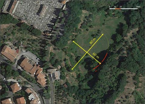 Dal tratto di mura emerso sono state ipotizzate le dimensioni dei due assi dell'anfiteatro romano