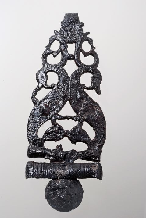 Il gancio di cintura traforato in ferro trovato a Montebello Vicentino e conservato al museo Zannato di Montecchio