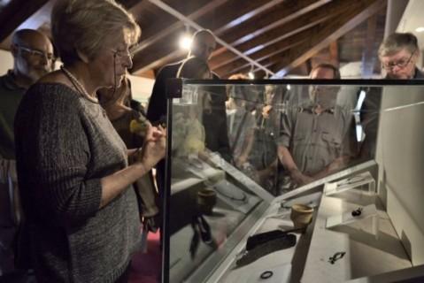 """Visitatori alla mostra """"Celti sui monti di smeraldo"""" aperta al museo civico archeologico di Zuglio in Carnia"""