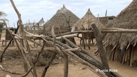 Lo stesso villaggio Karo nel luglio 2015 sembra un villaggio fantasma (foto Lucio Rosa)
