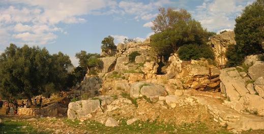 L'ingresso di Grotta Paglicci a Rignano Garganico