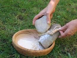 Archeologia sperimentale: la produzione di farina con la macina paleolitica del Bilancino