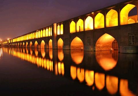 Il ponte delle 33 arcate, uno dei simboli di Isfahan