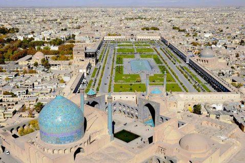 La vastità della piazza dell'Imam, cuore pulsante di Isfahan