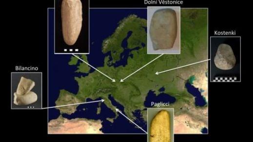 La mappa dei rinvenimenti di pestelli preistorici: due in Italia, a Bilancino e Grotta Paglicci