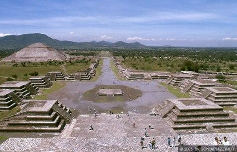Una veduta del sito archeologico di Teotihuacan, la città dove si fanno gli dei, in Messico