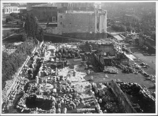 Veduta della basilica Emilia durante gli scavi di Giacomo Boni