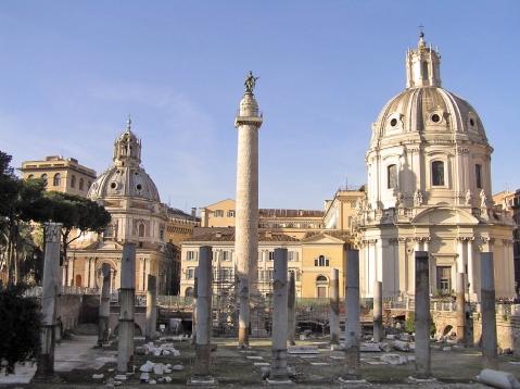 """La visita """"senza barriere"""" ai fori imperiali di Roma parte dalla zona della colonna Traiana"""