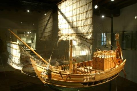 Una nave oneraria romana (Scala 1/11) dal museo dell'Olivo e dell'Olio di Torgiano
