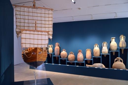 La gran parte delle derrate alimentari viaggiava per nave all'interno delle anfore la cui forma variava a seconda del contenuto
