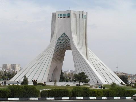 L'Azadi Tower, l'Arco della Libertà, è il simbolo di Teheran e dell'Iran