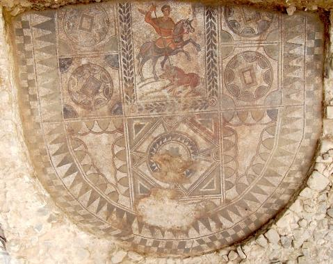 Il grande pavimento musivo con la caccia al cinghiale trovato nella villa romana dell'Oratorio