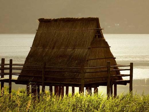 Tramonto al museo delle Palafitte del lago di Ledro (foto romano magrone)