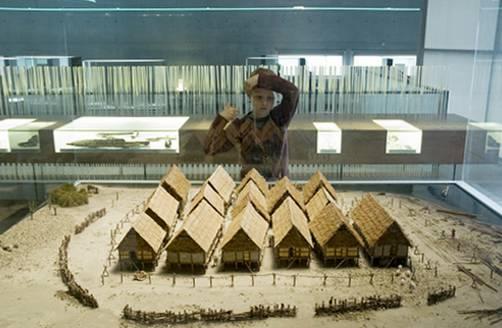 Il modellino di un villaggio palafitticolo dell'età del Bronzo