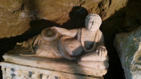 Un'urnetta cineraria trovata accanto al sarcofago etrusco a Città della Pieve