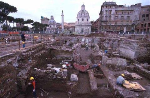 Roma, scavi al foro di Traiano negli anni '90 del Novecento