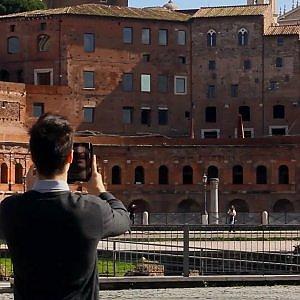"""Con la app """"Imperial Data"""" il viaggio nel tempo inizia dal foro di Traiano"""