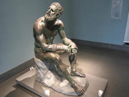 Il Pugile a riposo, capolavoro dell'arte greca, fu rinvenuto alle pendici del Quirinale nel 1885