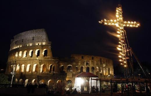La Via Crucis al Colosseo fu istituita da papa Benedetto XIV per il giubileo del 1750