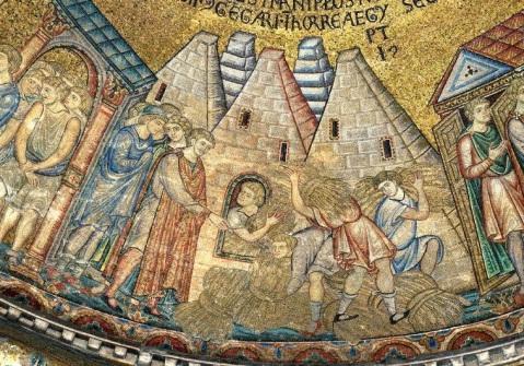 Le piramidi egiziane intese come i capannoni di Giuseppe in un mosaico del XII secolo in una delle cupole della Basilica di San Marco a Venezia