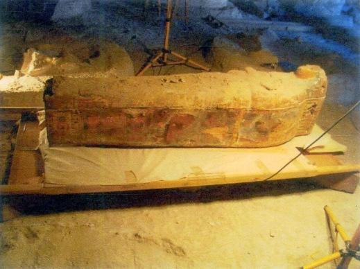 Il sarcofago in buone condizioni di conservazione trovato nella tomba del visir Amenhotep Huy