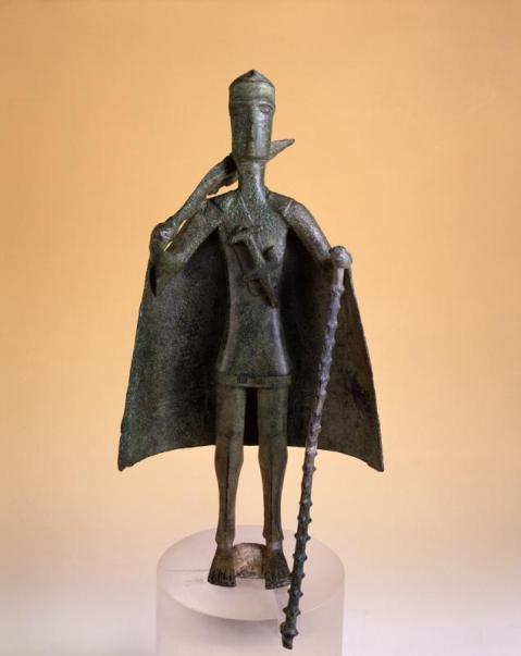 Capotribù raffigurato in un bronzetto nuragico in mostra a Cagliari