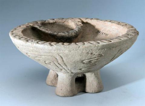 Dall'Ermitage sono giunti in mostra oggetti di uso comune e ricchi corredi funerari