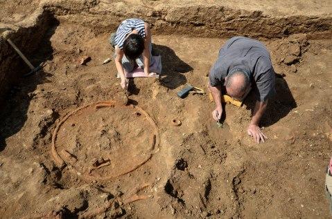 Lo scavo archeologico in località La Rustica riporta alla luce un carro da guerra a due ruote