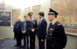 Il ministro Dario Franceschini con il comando del nucleo tutela patrimonio culturale dei carabinieri