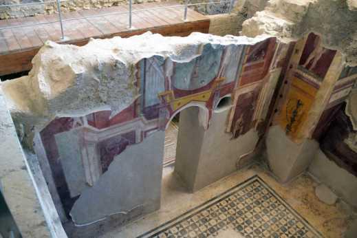 La domus del Criptoportico con quattro ambienti termali