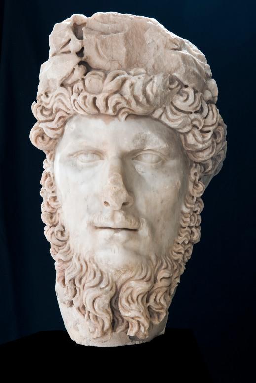 Il ritratto dell'imperatore Lucio Vero proveniente dal teatro di Dougga (foto di Gianluca Baronchelli)