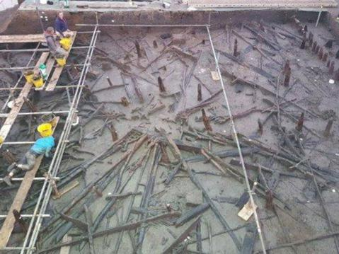 L'impegnativo scavo archeologico del sito di Must Farm nel Cambridgeshire in Gran Bretagna