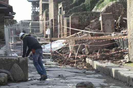 Il governo Berlusconi avviò un progetto straordinario di messa in sicurezza e di manutenzione degli scavi sfociato nel Grande progetto Pompei
