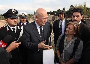 Il ministro dei Beni culturali Sandro Bondi a Pompei
