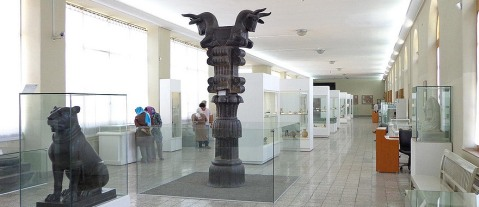 La sala con i reperti achemenidi al museo archeologico nazionale dell'Iran a Teheran