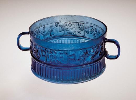 La terza tazza di Ennion trovata nel sepolcreto di Cuora di Cavarzere e oggi al Corning museum of Glass