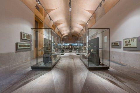 La sala n° 6 nel nuovo percorso del museo Egizio di Torino con i reperti provenienti da Deir el Medina