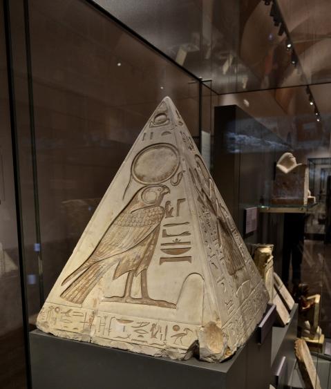 Il pyramidion di Ramose esposto al museo Egizio di Torino